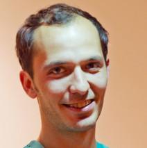 Dr. César González Fernández